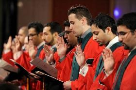 The students repeat the Hippocratic Oath during graduation