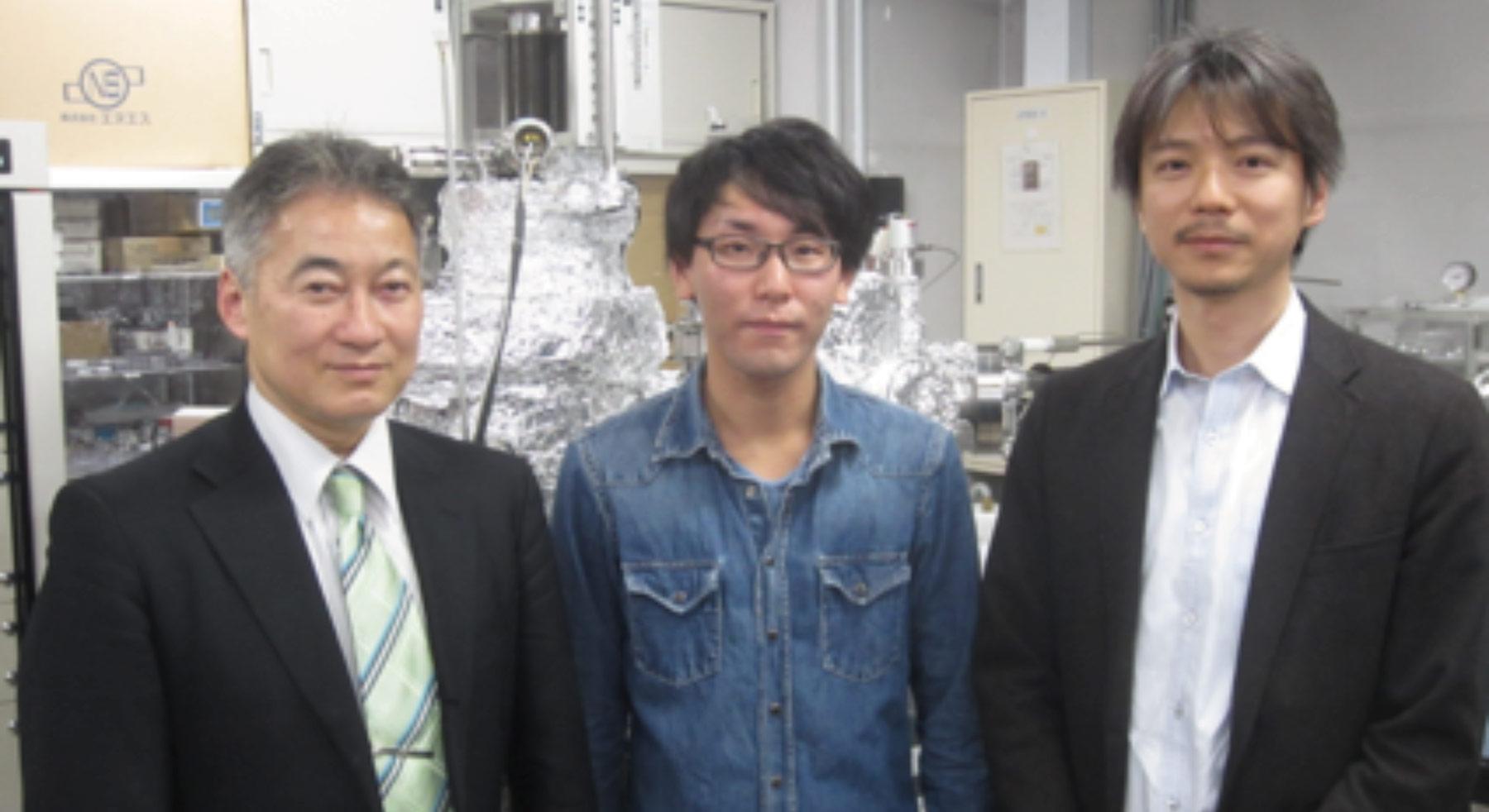 右から、東京大学大学院工学系研究科准教授の千葉さん、大学院生の太田さん、村田製作所シニアプリンシパルリサーチャーの安藤さん